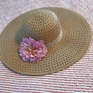 Sun hat with pink flower